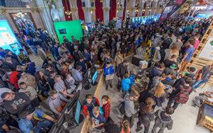 Menschenmasse bei Gaming-Event